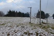 Na sjezdovkách zatím sníh chybí.