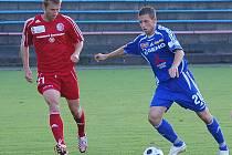 Třinecký Ilja Zítka (vlevo) na snímku s olomouckým obráncem Dejanem Jurkičem (příprava SK Sigma Olomouc vs. Třinec).