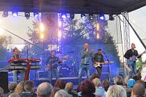 Pupulární slovenská skupina No Name odehrála ve čtvrtek 28. května koncert v Bašce. Vystoupení si na parkovišti pod přehradou nenechalo ujít kolem pěti set fanoušků. Výtěžek půjde na rekonstrukci místní základní školy a výstavby tělocvičny.