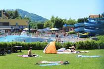 Lokalita přehrady Olešná byla v sobotu častým cílem rekreantů. Nejvíce lákal aquapark.
