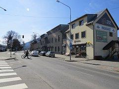 Křižovatka v centru obce Ostravice.