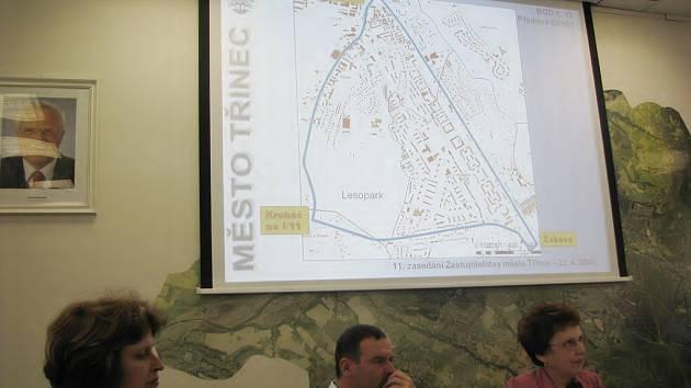 Mapka na snímku ohraničuje oblast Třince, v níž bude zakázáno požívání alkoholu na veřejném prostranství. Zastupitelé vyhlášku schválili v úterý 22. dubna.
