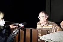 Jeden z nepřímých svědků páteční tragické události v Kamenci zpovídán novináři.