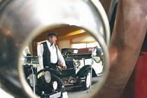 Soukromé kopřivnické muzeum se pyšní sbírkou vozidel značek Mercedes, Praga, Jaguar a mnoha dalších.