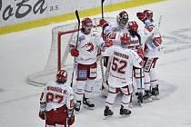 Radost hokejistů Třince po výhře v Liberci.