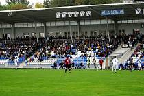Prostředí ve Frýdku bylo fotbalové, blízký kontakt hráčů s diváky to jen umocňoval.