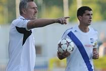 Trenér Frýdku-Místku Milan Duhan (vlevo) věří, že jeho svěřenci naváží na své předešlé domácí výsledky.