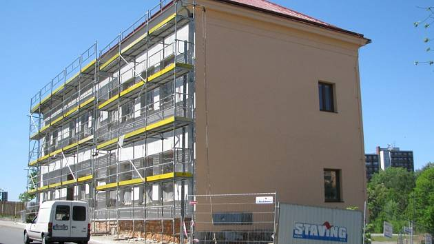Centrum pečovatelských služeb ve Frýdku-Místku dostává novou fasádu.