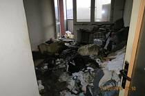Následky požáru v domácnosti.