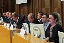 Dosud osmičlennou radu ve Frýdku-Místku doplní tři další členové.