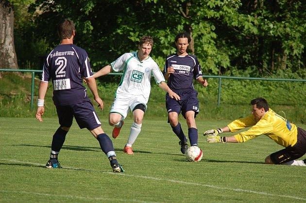 Fotbalisté Raškovic zabrali, když po prohraném prvním poločase obrátili po změně stran průběh střetnutí a ve Smilovicích vyhráli 2:1.