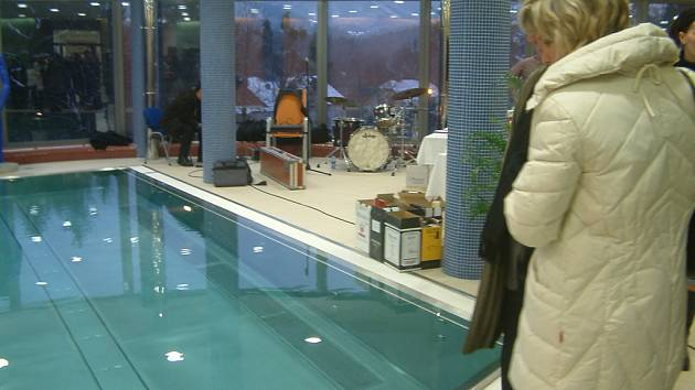 TENTO NÁDHERNÝ pohled se naskytne všem, kteří se rozhodnou navštívit vnitřní bazén v novém apartmánovém domu Lara v Beskydském rehabilitačním centru v Čeladné.