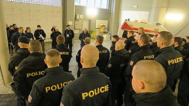 Na bezpečnost hokejového šampionátu juniorů v Ostravě a v Třinci dohlížely také desítky policistů denně.