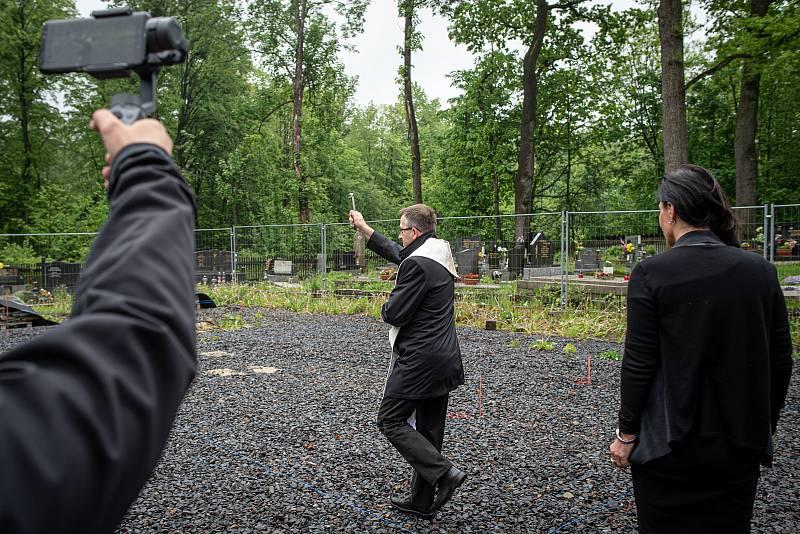 Pomocný biskup a generální vikář Martin David, 26. května 2020 v Třinci-Gutech při zahájení stavby repliky dřevěného kostela Božího Těla, který shořel po žhářském útoku v roce 2017.