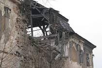 Zámecký areál v Ropici změnil po čtyřech letech majitele. Nyní patří dvěma firmám, hlavním vlastníkem je společnost z Ostravy. Jeden z pozemků vydražila třanovická firma, její majitel je přímo z Ropice.
