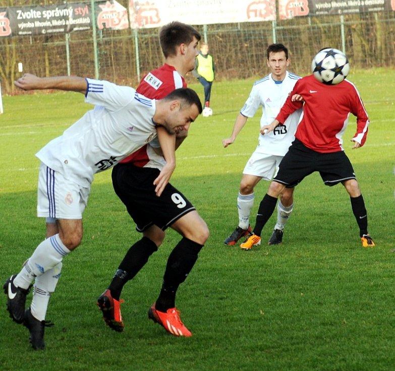 Díky třem gólům útočníka Tomáše Boráně zvítězili fotbalisté Lískovce nad Novým Jičínem 3:0.
