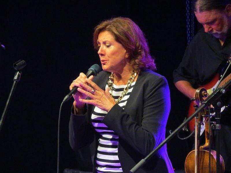 Zpěvačka Marie Rottrová v pátek vystoupila na koupališti Sluníčko v Ostravici.