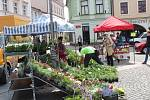 Na místeckém náměstí vypukly farmářské trhy.