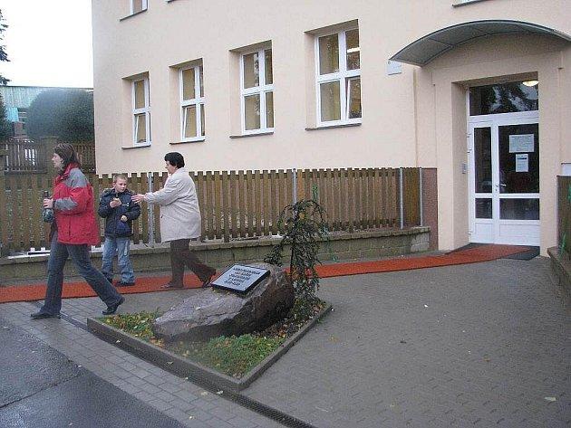 Po rozsáhlé rekonstrukci se v sobotu 17. října slavnostně otevřela budova Základní školy v Řepištích.
