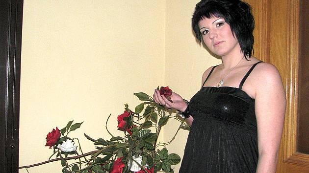 Ludmila Rosová v předsálí Národního domu v Místku.