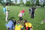 Děti se bavily při soutěžích na fotbalovém hřišti, vystoupily kouzelnice, v areálu se střílelo z luku i ze vzduchovky.