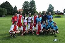 Fotbalový tým z Udine (červení) a Leemon (modří)