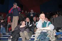 Členové sdružení OSBT mají pravidelné schůzky v třineckém kině. Ti, kteří na vyšší nájemné nepřistoupili, jsou uklidňováni, že soud ve sporech nemusí k cenovým mapám přihlížet.