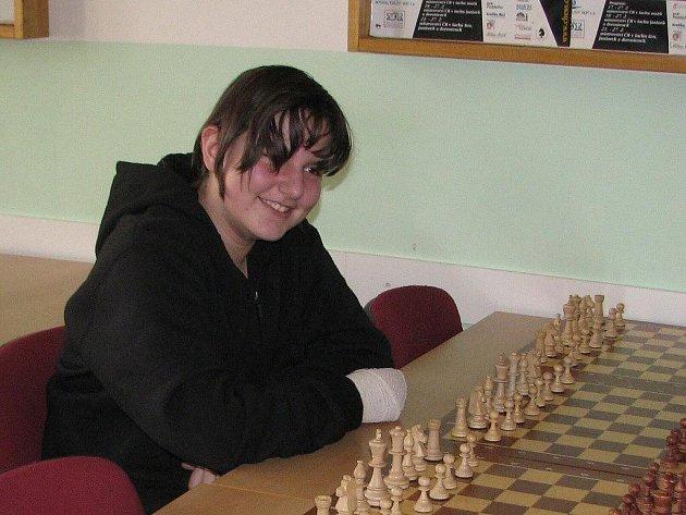 Třináctiletou Moniku Petrželovou baví deskové hry odmala. Začínala u šachů, ale současným favoritem jsou puzzle, o víkendu bojovala o postup na mistrovství republiky ve skládání puzzle.