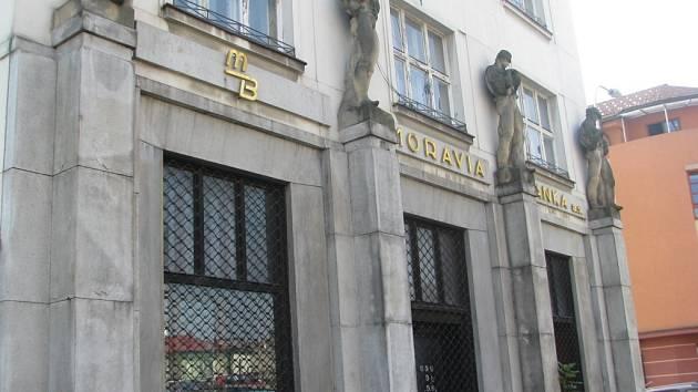 Budova Moravia Banky v Palackého ulici v Místku. Banka zbankrotovala v roce 1999.