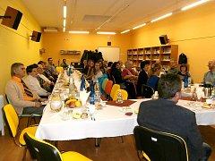 V Domově Sosna se sešlo několik desítek dobrovolníků z organizace ADRA, kteří působí na Třinecku.