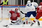 Oceláři (v červeném) zvládli i třetí přípravný zápas. V Brně vyhráli 6:3.