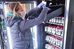 Doplňování automatů ve Frýdku-Místku.