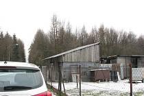 Zde se nachází chovatelská stanice v Lískovci, kde mělo docházet k týraní psů.