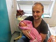 Emílie Czepczor s tatínkem, Český Těšín, nar. 7.7., 49 cm, 3,16 kg, Nemocnice Třinec.