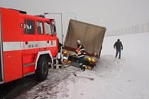 Na okruhu u automobilky v Nošovicích ve středu 13. února havaroval vůz DAF, který skončil v příkopu.