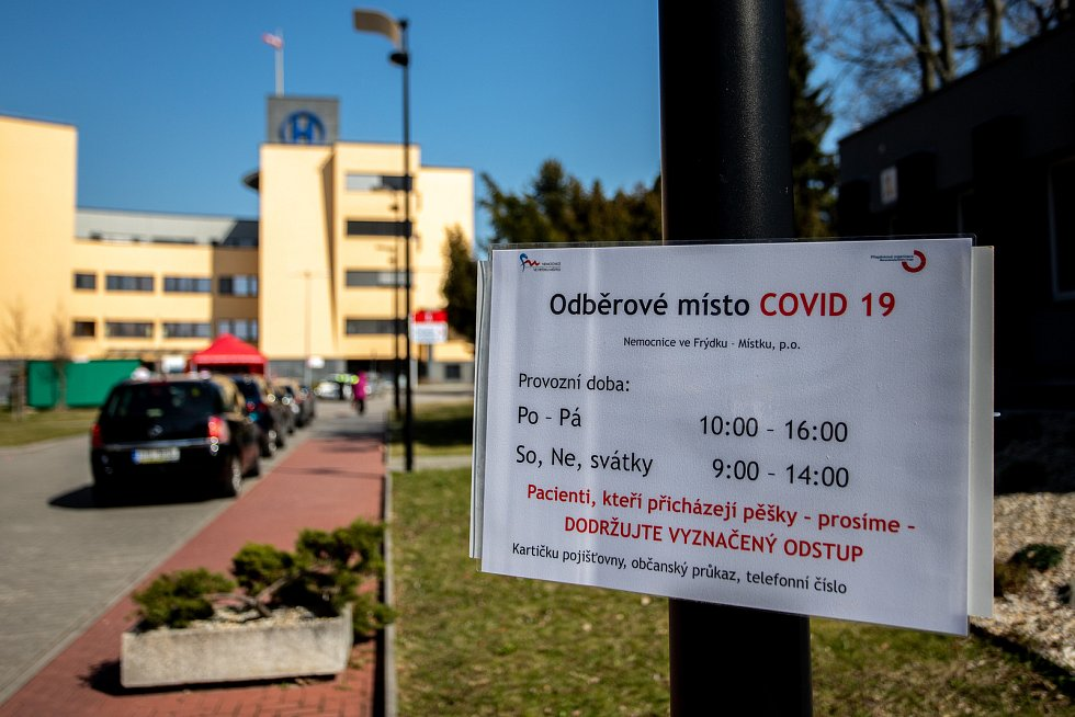 Odběrové místo na COVID 19 v nemocnici ve Frýdku-Místku, březen 2020.