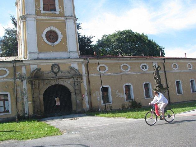 V objektu bývalé onkologické kliniky v Paskově úřadovali zloději.