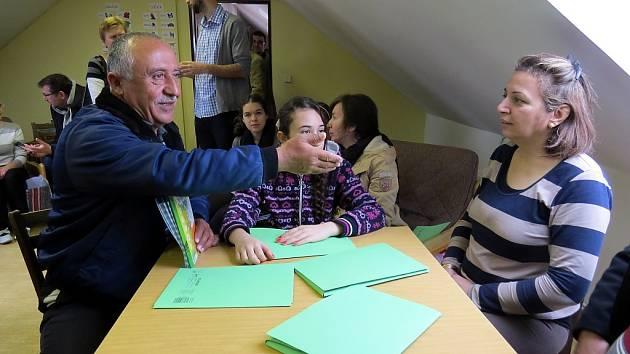 Iráčané při výuce českého jazyka.