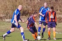 Fotbalisty Jablunkova (v modrém) čeká náročné jaro
