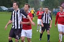 Duel mezi domácí Lučinou (červené dresy) a hosty z Horní Suché skončil smírem 1:1.