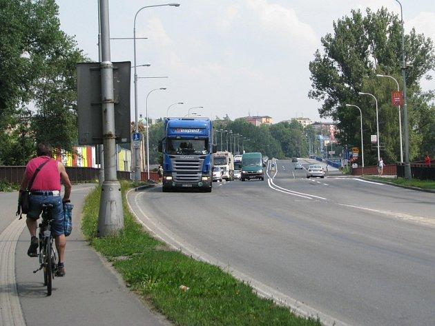 Obnovený provoz na průtahu městem.