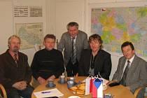 Zástupci Bystřice, Nýdku a Vendryně při setkání s polským partnerem z Goleszówa. Obec Bystřice nyní získala ocenění i za přeshraniční spolupráci. Ilustrační snímek.