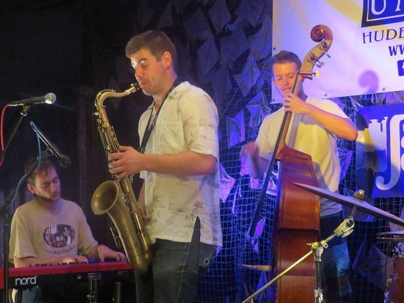 Frýdek-Místek opět po roce ožil jazzem. Další ročník festivalu Jazz ve městě začal v pátek 24. července v areálu frýdeckého zámku.