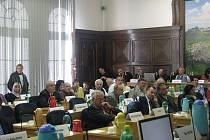 Pondělní zasedání zastupitelů Frýdku-Místku. Jednali o ceně teplé vody dodávanou společností Distep.