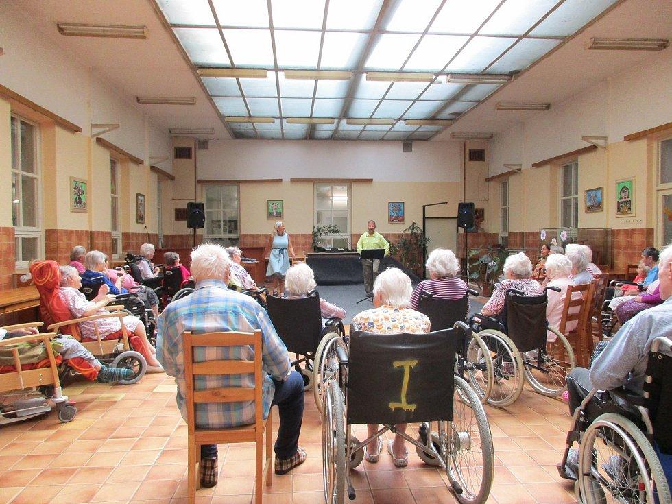 Senioři ze Střediska sociálních služeb z Frýdlantu mají rozšířenou nabídku sociálních služeb.
