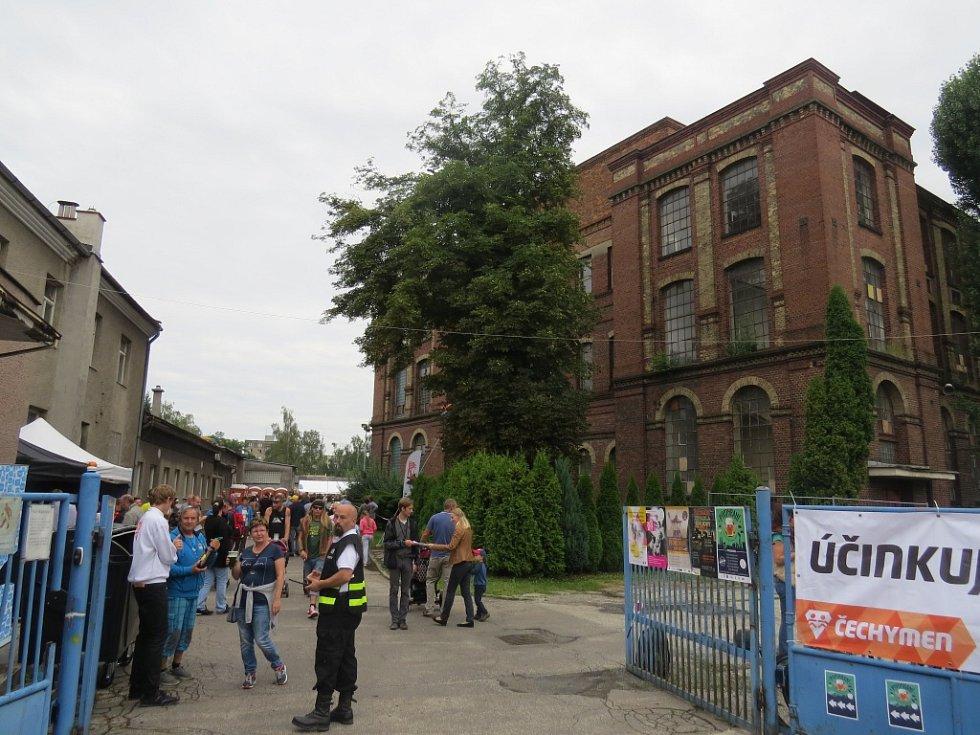 Areál textilky ve Staroměstské ulici ožil Pivohraním.