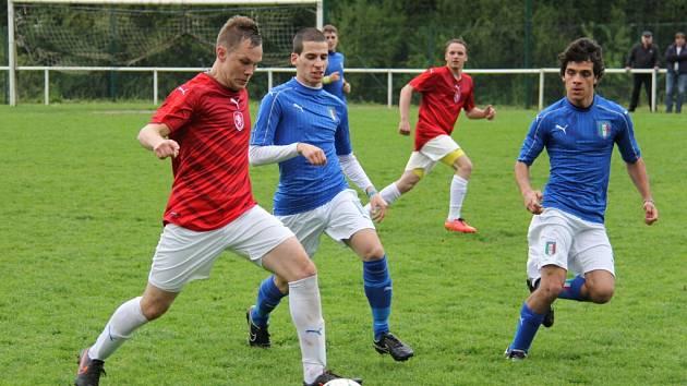 Fotbalisté 1. BFK Frýdlant nad Ostravicí vstoupili do letošního evropského šampionátu amatérských týmů těsnou výhrou nad favorizovanými Italy 2:1.