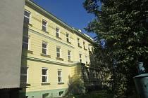 Areál bývalé Střední školy oděvní a obchodně-podnikatelské v Potoční ulici ve Frýdku se možná dočká nového využití.