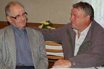 Emil Cymorek (vpravo) při setkání se Stanislavem Pyszkem.