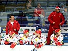 Josef Turek (vlevo v červeném)